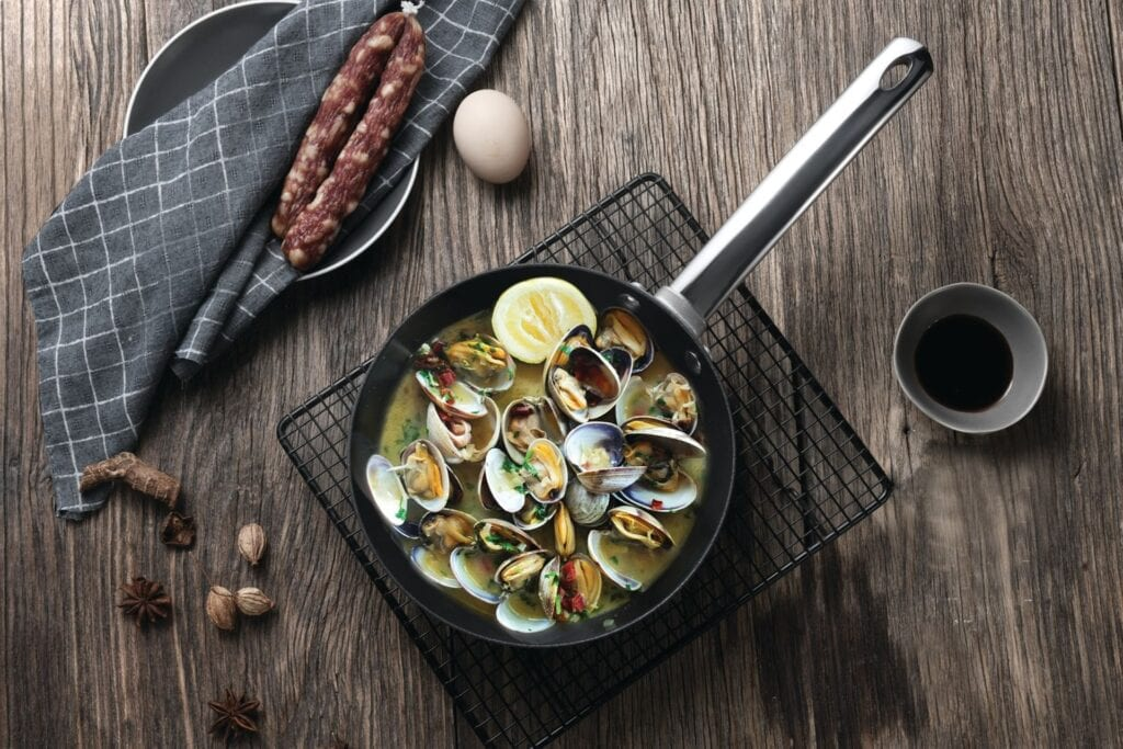 clams in a cast iron